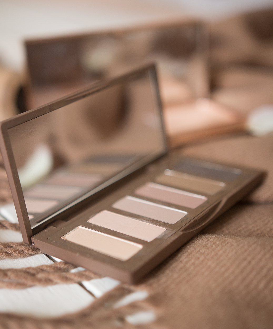 autumn beauty picks urban decay naked 2 basics palette